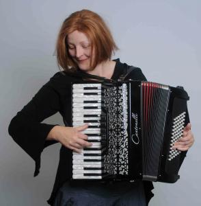 Ulrike Fieguth - Gesang, Akkordeon & Harfe